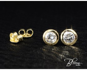 Elegant Diamond Earrings with Yellow Gold