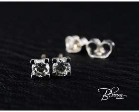 Diamond Stud Earrings 18K