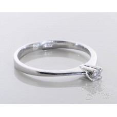 Classic White Gold Engagement Ring with Diamond