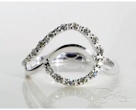 Elegant Diamond Ring White Gold 18K