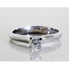 Classic Engagement Ring with Diamond 18K