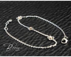 Elegant Diamond Bracelet with Flowers 18K