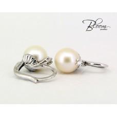 Elegant Pearl White Gold Earrings 18K