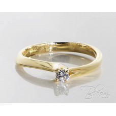 Elegant Yellow Gold Engagement Ring with Diamond