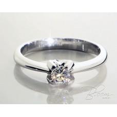 Beautiful Diamond Engagement Ring 18K White Gold