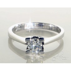 Classic Diamond Engagement Ring 18K