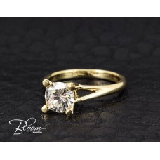 Wonderful Diamond Engagement Ring 18K Yellow Gold
