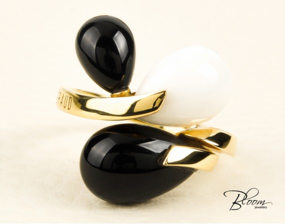 18K Yellow Gold Ring White and Black Agate Stone Louis FERAUD