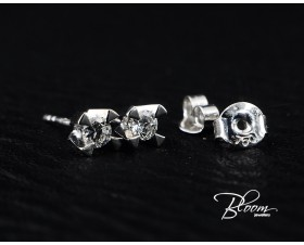 Beautiful Stud Earrings with Diamond 18K
